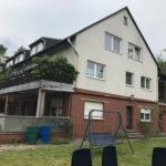 Mehrfamilienhaus Doppelhaushälfte mit vier vermieteten Wohnungen und Garagen! – Emmerstedt