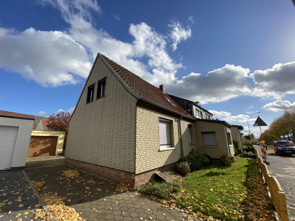 Renovierungsbedürftige Doppelhaushälfte in guter Wohnlage