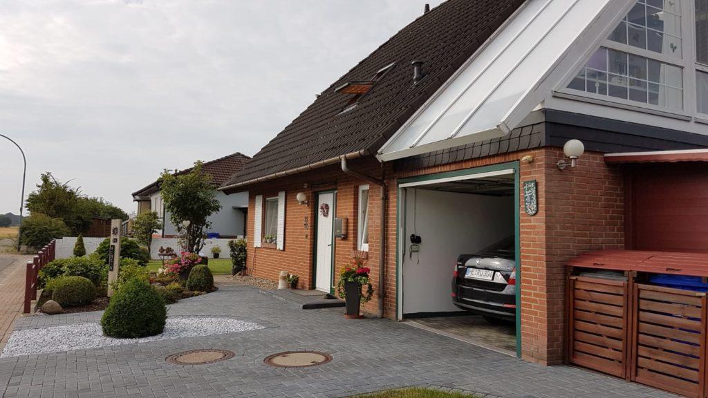 Sehr gepflegtes, freistehendes Einfamilienhaus mit Garage und 2 Wintergärten