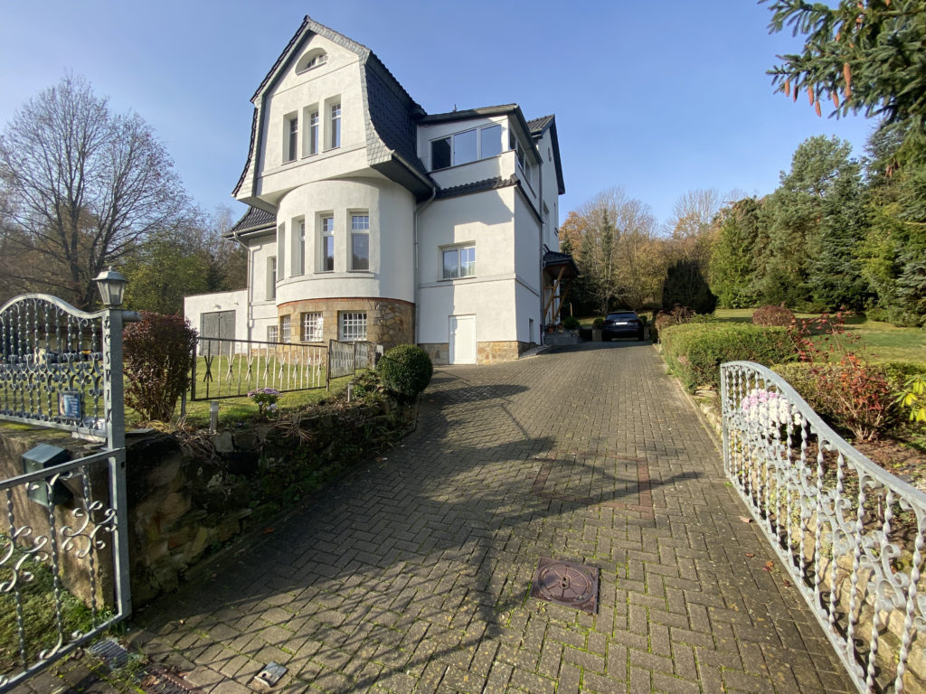 Wunderschönes, herrschaftliches Mehrfamilienhaus in ruhig gelegener Waldrandlage